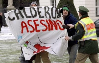 http://www.blog.com.mx/wp-content/uploads/2007/01/calderon_asesino.jpg