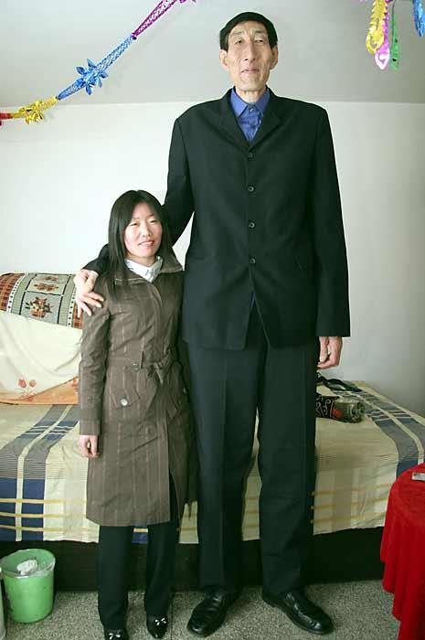 beijing china 28 marzo 2007 el hombre mas alto del mundo un chino de ...